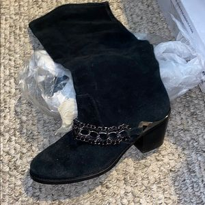 Gorgeous suede boots with chain detail